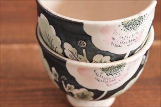 大谷桃子 黒地ピンクの花アイスカップ画像