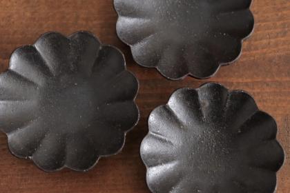 高島大樹 黒釉輪花豆皿画像