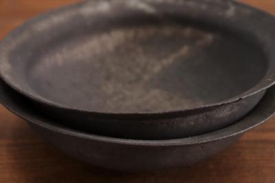 高田志保 黒釉リム鉢画像